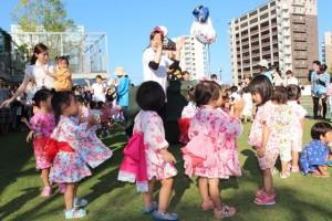 園児たちの盆踊り